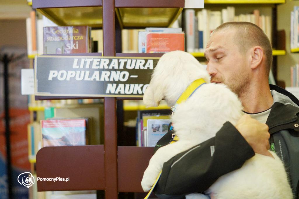 W bibliotece fajnie jest gdy jest pies